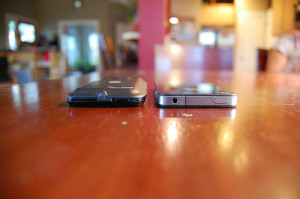 Defy XT vs iPhone 4 - top. It is slightly thicker, but also much tougher.