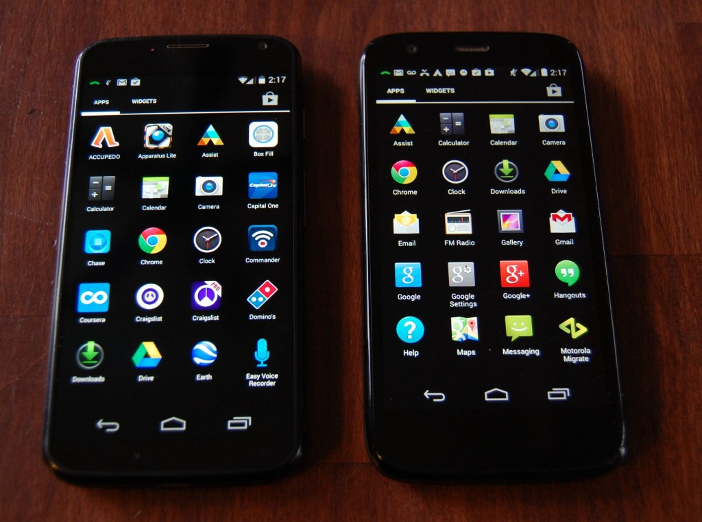 Moto X vs. Moto G - screens were equally bright and clear.